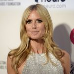 Sem lingerie? Heidi Klum ousa no look em festa pós-Oscar