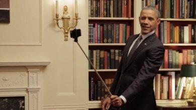 Photo of Barack Obama é flagrado tirando foto com o 'pau de selfie'
